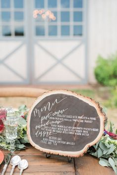 Use sliced wood for a rustic menu