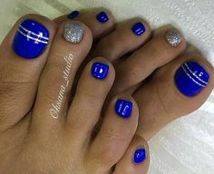 No photo description available. Blue Toe Nails, Pretty Toe Nails, Toe Nail Color, Feet Nails, Toe Nail Art, Nail Colors, My Nails, Pedicure Designs, Pedicure Nail Art