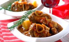 Bredie is an old Cape name for a dish of stewed fatty mutton and vegetables. Try this traditional century South African recipe for a taste of the Cape. South African Dishes, South African Recipes, Ethnic Recipes, Special Recipes, Great Recipes, Yummy Recipes, Yummy Food, Lamb Recipes, Delicious Meals