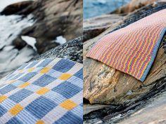 Kudottu matto x 4 – Katso ohjeet: Kotiliesi.fi - Four woven rugs Rug Inspiration, Rug Texture, Recycled Fabric, Rugs In Living Room, Woven Rug, Fiber Art, Loom, Hand Weaving, Modern