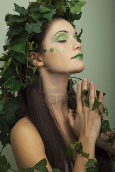Brainstorming for Mother Nature Halloween costume Nature Halloween Costume, Mother Nature Halloween, Halloween Makeup, Elf Kostüm, Goddess Makeup, Poison Ivy Costumes, Goddess Costume, Halloween Disfraces, Jolie Photo