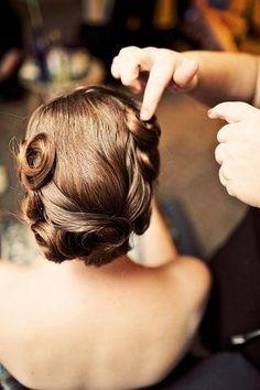 Romantic retro hair   Keywords: #weddinghairstyles #bridalhairstyle #jevelweddingplanning Follow Us: www.jevelweddingplanning.com  www.facebook.com/jevelweddingplanning/