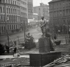 Rok 1946: Stalin sa stáva čestným občanom Bratislavy Bratislava, Old Photos, Nostalgia, Europe, Retro, Old Pictures, Vintage Photos, Retro Illustration