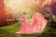How-To Maternity Photography: Using Props Effectively Maternity Gown Photography, Maternity Poses, Maternity Pictures, Pregnancy Photos, Maternity Dresses, Fashion Photography, Maternity Photo Props, Stylish Maternity, Maternity Jeans