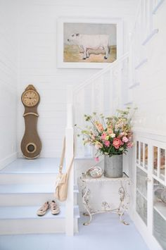 Open, curving stairs. #white