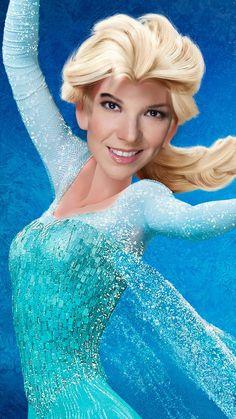La cantante Carmen Sarahí le prestó su voz a Elsa en Frozen.   Así se verían estas caricaturas con la cara de su actor de doblaje