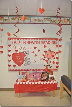 library displays and bulletin boards | Valentine's Day Library Display and Bulletin Board Idea