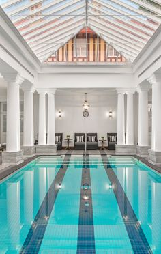 Spacious, light-filled Grand Spa and Mindfulness Studio, complete with a swimming pool, gym and Balinese spa Westbury Gardens, Swimming Pool Lights, Best Swimming, Diy Pool, Los Angeles Homes, In Ground Pools, Grand Hotel, Pool Houses, Pool Designs