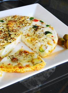 Egg-white Frittata 6 eggs / 10 egg-whites (makes it much healthier) 1 cup bell peppers cut in squares 1 small onion, cut in squares zucchini, cut in cubes 1 tsp butter + 1 tsp olive oil 1 tsp oregano 1 tsp dry basil Salt and black pepper to taste Egg White Recipes, Egg Recipes, Cooking Recipes, Omelettes, Quiches, Healthy Desayunos, Healthy Recipes, Healthy Snacks, Vegetarian Recipes