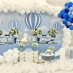 Coisa mais linda, esse cenário!!! Balão de Ar Quente Por @design.fest #balaodearquente #festabalaodearquente #festabalao #balloons #maedemenino #paidemenino #mundoazul #menino #infantil #decoracao #bebe #fotografia #festainfantil #festademenino #kids #instakids #kidsparty #decoracaoinfantil #meumundoazul