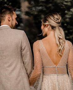 Herzbraut - Concept Boutique (@herzbraut) • Instagram photos and videos Boho Bridal Hair, Bridal Hair Inspiration, Concept, Boutique, Photo And Video, Wedding Dresses, Videos, Lace, Photos