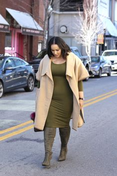 Size-Women-With-Perfect-Fall-Outfits/ casual work outfits, business casual Plus Size Fashion For Women, Plus Size Women, Plus Fashion, Womens Fashion, Coat Outfit, Outfit Jeans, Casual Work Outfits, Fall Outfits, Fashion Outfits
