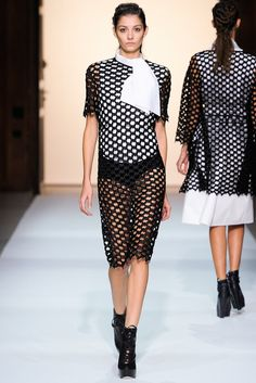 Véronique Leroy Spring 2013 Ready-to-Wear Fashion Show - Muriel Beal (OUI)