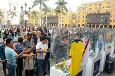 El partido Colombia vs. Perú fue el motivo de juntar a toda esta gente. A la par el Museo andaba por tierras chilenas recolectando artículos de colección / #sports #soccer #fútbol #colección #soccerfan #CopaAmérica #Chile2015