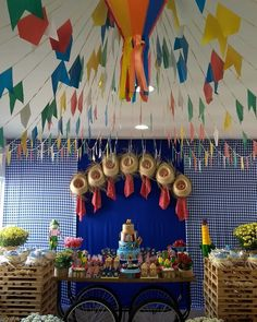 Decoração de festa junina: 90 ideias coloridas e criativas Simple Elegant Centerpieces, Housewarming Present, New Interior Design, Diwali, Best Part Of Me, House Warming, Best Gifts, Presents, Make It Yourself