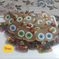 #ShareIG Ve bitti😙Karne hediyelerimiz hazır 🎁 #okuloncesi #etkinlik #kagitisleri #anasinififaaliyet #anasinifi #anasinifiogretmeni #makaslakeselim #duskanyonublog #sanatetkinligi #sanatmerkezi #kindergarten #presschool #kidscraft #etkinlikpaylasımı #etkinlikönerisi #gelisimraporu #karnezamanı #karnehediyesi #baykuş #bonibon #petito Gingerbread Cookies, Create Your Own, Favors, Kids, Instagram, Gingerbread Cupcakes, Young Children, Presents, Boys