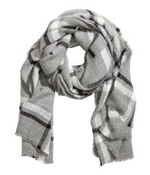 Large scarf in soft, woven fabric with fringe trim at sides. Size 41 1/4 x 74 3/4 in.
