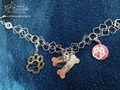 """Tanti ciondoli in argento tintinnanti della """"Collezione i cuccioli"""" per l'amore dei nostri cuccioli."""