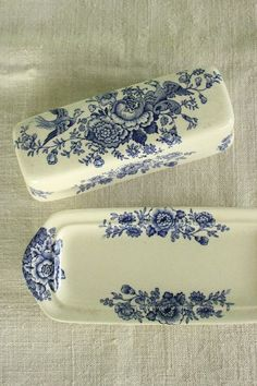 love the idea of classic blue&white porcelain used as a pattern in a tattoo