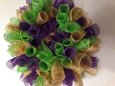 This is a 19 inch round and 9 inch thick curl deco mesh wreath. Looking for a Mardi Gras wreath or decoration? This is a unique curl mesh mardi gras wreath. Made with purple, gold and green metallic deco mesh. Mardi Gras Wreath, Mardi Gras Decorations, Ball Decorations, Mardi Gras Party, Holiday Decorations, Masquerade Ball Party, Diy Arts And Crafts, Deco Mesh Wreaths, Valentines Diy