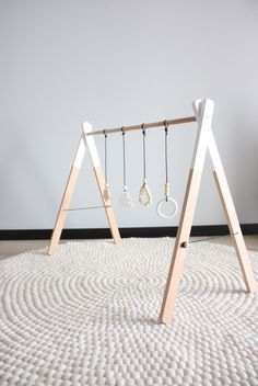 Exceptional baby arrival detail are offered on our web pages. Take a look and you wont be sorry you did. Wood Baby Gym, Diy Baby Gym, Bois Diy, Wie Macht Man, Baby Arrival, Baby Kind, Baby Hacks, Baby Sleep, Cabana