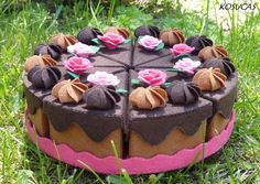 Felt cake with eight servings. €40.00, via Etsy.