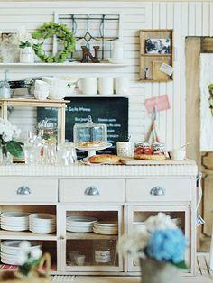 miniature* キッチンが完成しました。先日作ったキッチンカウンターに合わせてハウス&小物も作りました。(既製品はありません♩)プライベートキッチン...