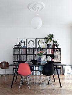 ULF G B☮HLIN • InteriorDesign: l'appartement de l'artiste Sofie Kamphøvener, situé dans le quartier Norrebro de Copenhague. Source