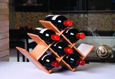 O Rack para Vinho em Bamboo é o complemento da linha que faltava, ele faz o papel de adega e permite que você acondicione até oito garrafas de vinho, ganhando espaço em sua cozinha.