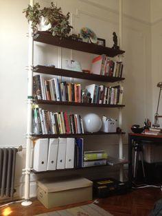 IKEAの突っ張り棒を使った目からウロコの収納アイディア集 | iemo[イエモ]