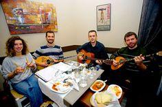 Ρεμπέτικη Βραδιά και Βολιώτικα Μεζεδάκια .. στο Αρχοντικό του Θωμά (video)