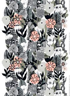 Paksun puuvillakankaan uusi Kasvu-kuosi on Maija Louekarin käsialaa. Sitä koristavat suuret kukat ja lehdet.