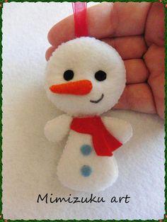 Easy Christmas Ornaments, Felt Ornaments, How To Make Ornaments, Simple Christmas, Christmas Crafts, Felt Crafts Patterns, Cute Sewing Projects, Diy Snowman, Felt Baby