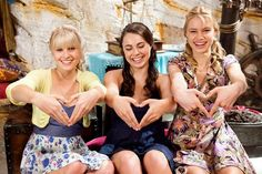 A gallery of Mako Mermaids publicity stills and other photos. Featuring Isabel Durant, Allie Bertram, Amy Ruffle, Gemma Forsyth and others. Mako Mermaids Tails, H2o Mermaids, Mermaids And Mermen, Fantasy Mermaids, Mermaid Pool, Mermaid Tails, Mermaid Art, Art Vampire, Vampire Knight
