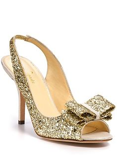 Glittery gold bow pumps? Yes, please! http://rstyle.me/~10TEr