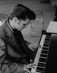 Elvis At The Piano Singing Gospel Hymns - Before The Steve Allen Show - 1956 Elvis Presley Biography, Elvis Presley Photos, Rock And Roll, Steve Allen, Le Genre, Young Elvis, Piano Man, Playing Piano, Mick Jagger