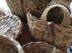 The possibilities of basket weaving are vast, here on show is a basket bag! Rope Basket, Basket Bag, Basket Weaving, New Crafts, Diy And Crafts, Willow Weaving, Twine, Life Is Good, Diy Projects