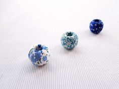 This tutorial will show you how to make beautiful little fabric covered beads. I wrote a fabric necklace tutorial last year which has proved very popular and this one is even simpler, with no sewin…
