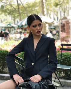 Maureen Wroblewitz, Work Attire Women, Edgy Shoes, Ripped Jeans, Beauty Women, Trendy Outfits, Casual Shirts, Suit Jacket, Briar Rose