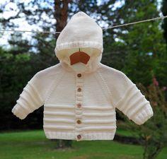 layette gilet paletot à capuche 3-6 mois neuf tricoté main : Mode Bébé par com3pom