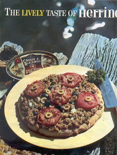 The lively taste of herring.if dog vomit, tomatoes and green olives all got together and had a pizza party, it would look like this. Scary Food, Gross Food, Weird Food, Bad Food, Vintage Recipes, Vintage Food, Jello Recipes, Food Photo, Dinner