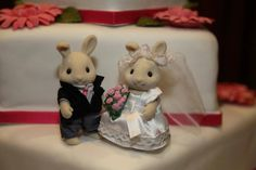 Helen Bennet sent ins this scrummy looking Sylvanian Families wedding cake!