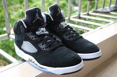 Air Jordan Retro 5 Oreo, 136027-035, sample shoes, no toe cap wire yet.