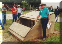 Helpful farrowing hut design