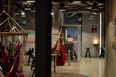 Im Cafe der Bibliothek mit Hängematten, Universitätsbibliothek Warschau, gebaut von Marka Budzyńskiego;Zbigniewa Badowskiego(1999), Lipowa 2,00-316 Warschau,Polen #architektur #architecture