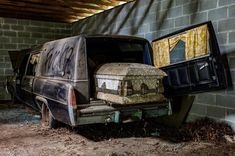 An old Cadillac hearse left behind an abandoned funeral home in Alabama. Abandoned Buildings, Abandoned Property, Abandoned Train, Abandoned Mansions, Old Buildings, Abandoned Houses, Abandoned Places, Abandoned Vehicles, Parks