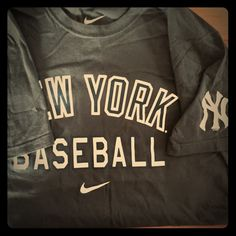 Nike Yankees Tee Unisex Yankee Tee. Short sleeve, grey and white. Nike. No damage. Nike Tops Tees - Short Sleeve
