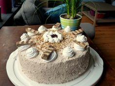 Williamsbirne-meets-Mannerwaffel Geburtstagstorte Vegan Recipes, Vegan Food, Cake, Desserts, Vienna, Waffles, Pies, Kuchen, Birthday Cake Toppers