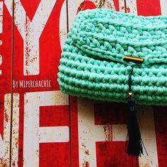 """Por fin viernes !! I'ts Friday  @miperchachic #miperchachic #handmade #handbags #fetama #hechoamano #complementos #accesorios #artesanía #chic…"""