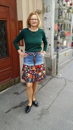 Ähnliche Titel wie Upcycling Jeans Skirt on Etsy - DIY-Jeans Jeans Refashion, Diy Clothes Refashion, Diy Jeans, Diy Clothing, Sewing Clothes, Denim Crafts, Upcycled Crafts, Diy Kleidung, Denim Ideas